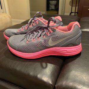 Girls Nike lunarglide 4 sneakers.